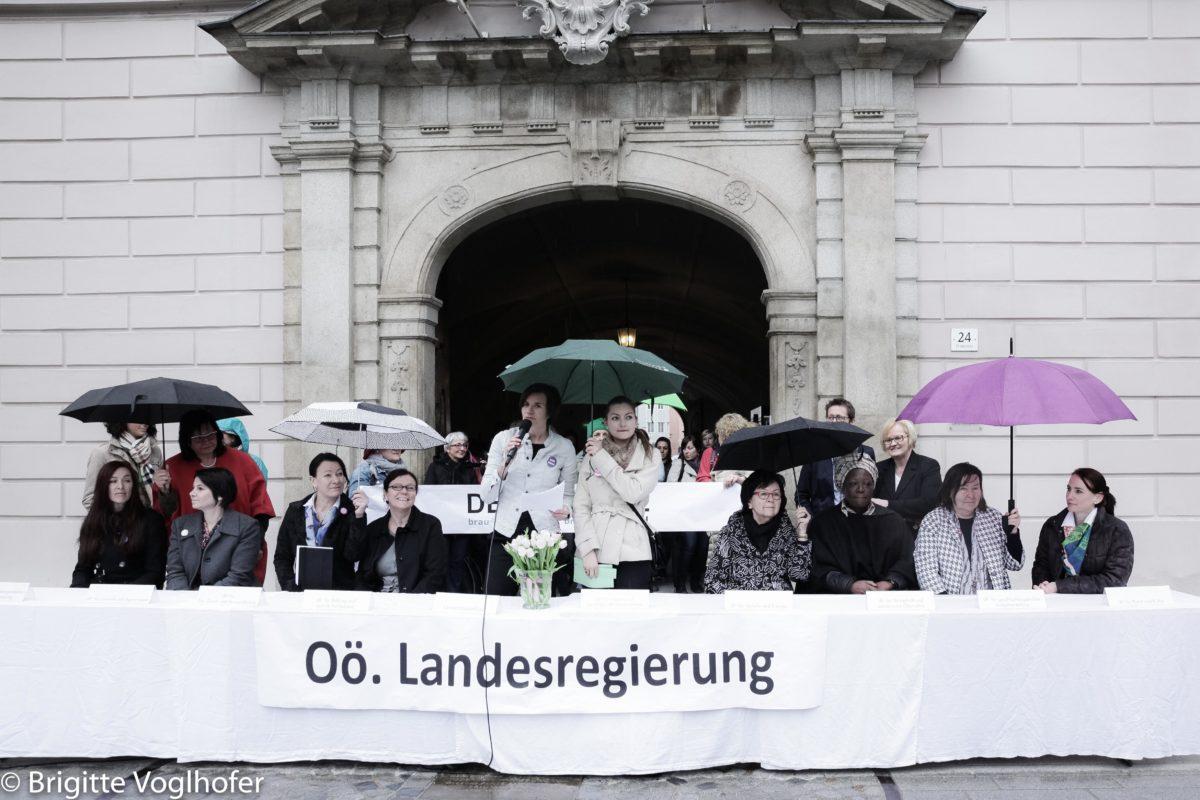 Frauen beschließen Maßnahmen für Demokratie und Freiheit